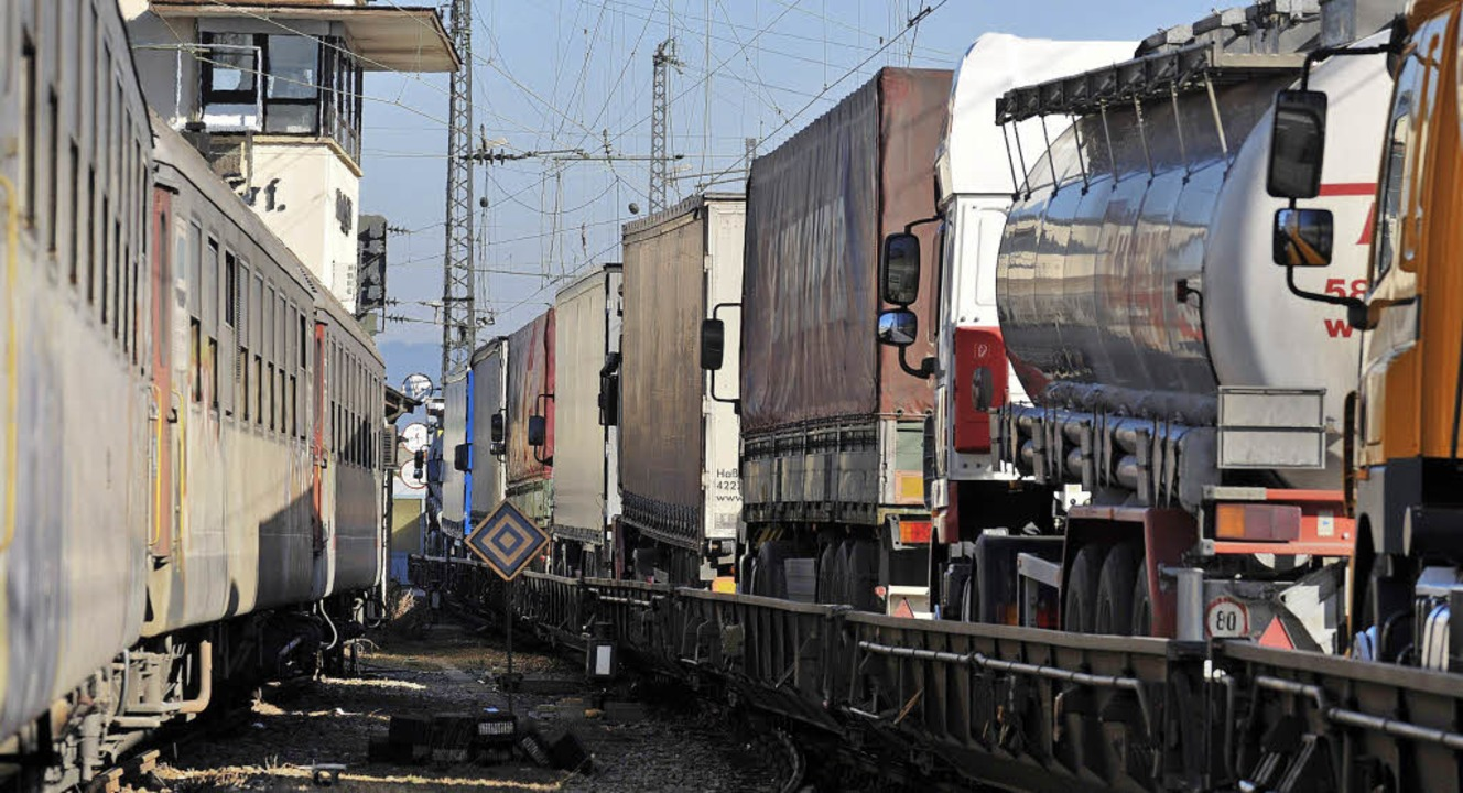 Die Bahn plant, die Züge der rollenden...Strecke nach Norden fahren zu lassen.     Foto: Ingo Schneider