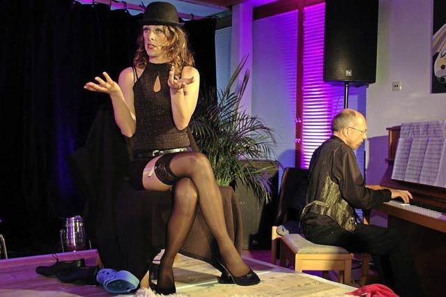 Christine Dietrich spielt bei der Alemannischen Bühne in Freiburg