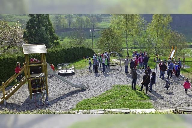 Spielplatz und Sitzgruppen neu gestaltet