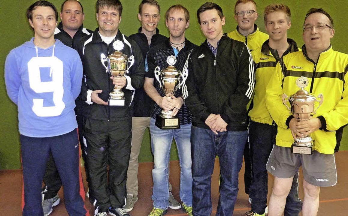 Siegerteams beim Bezirkspokalfinale: v...chi, Harald Karnich (alle TSV Kandern)    Foto: . Scheibengruber