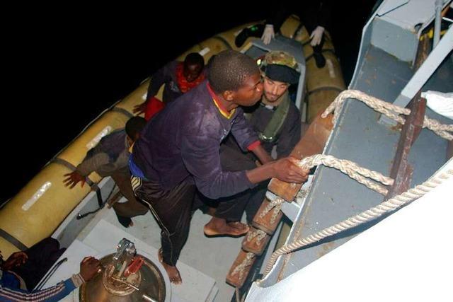 Marine greift 4000 Bootsflüchtlinge im Mittelmeer auf
