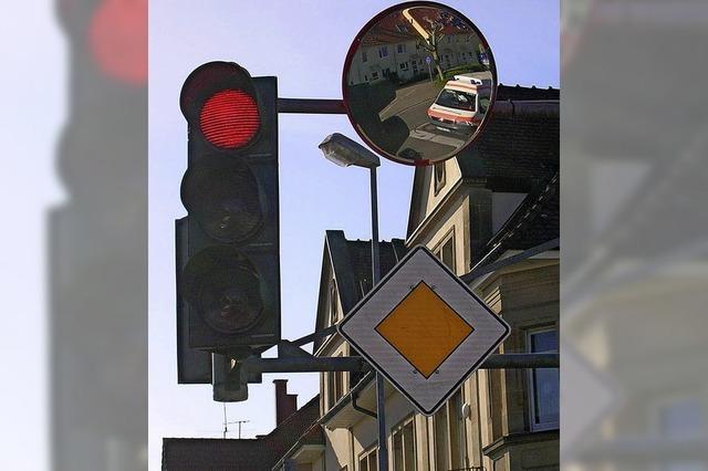Radfahrstreifen und Trixi-Spiegel