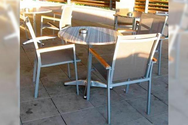 Stühle samt Sicherung geklaut