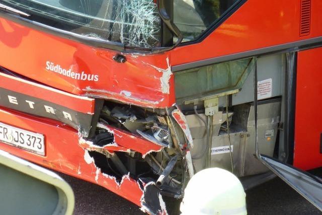 Unfall mit Linienbus in Neustadt: Mehrere Verletzte