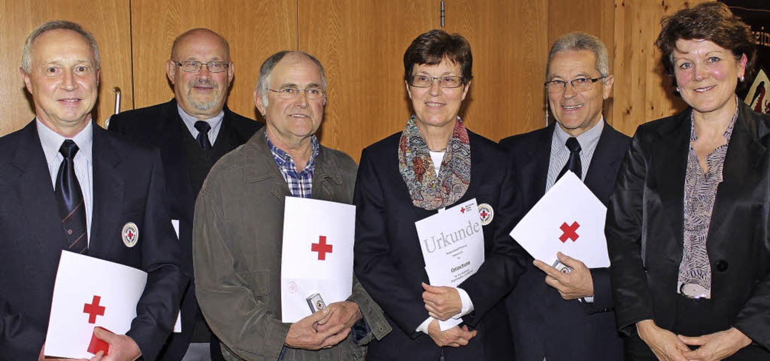 Ehrungen beim DRK Gottenheim(von links...Ursula Schneider vom DRK-Kreisverband.  | Foto: mario schöneberg