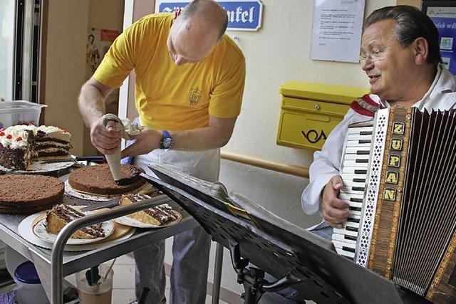 Torte und Musik für die Senioren