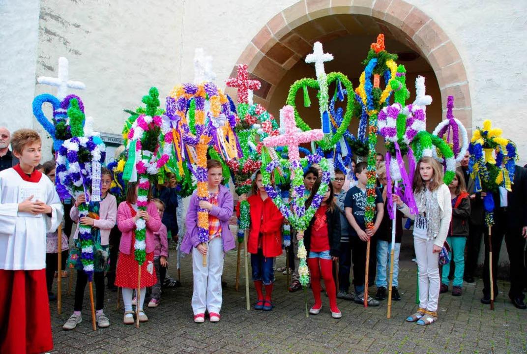 Zur Segnung sammelten sich die Kinder ...der Pfarrei St. Stephan in Gottenheim.  | Foto: Manfred Frietsch