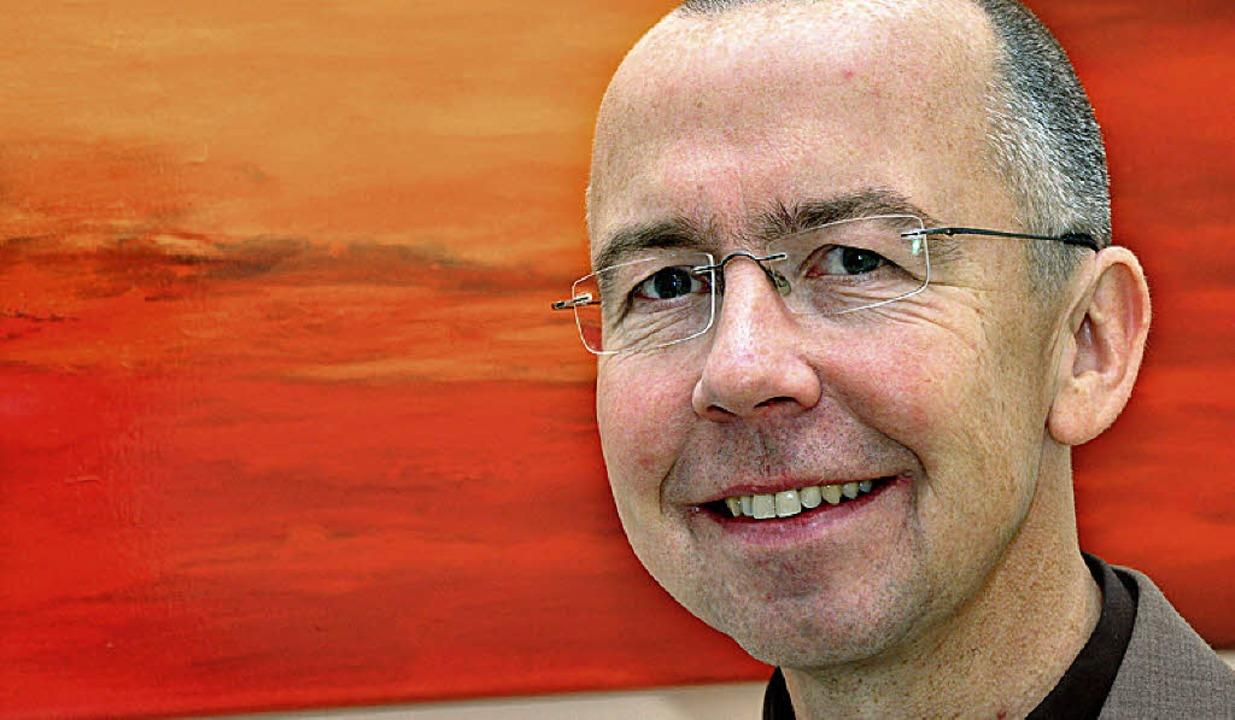 Prälat Peter Kossen klagt die Betreibe...ischfabriken wegen ihrer Praktiken an.  | Foto: Honnigfort