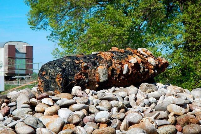Große Granate aus dem Zweiten Weltkrieg aus dem Rhein geborgen