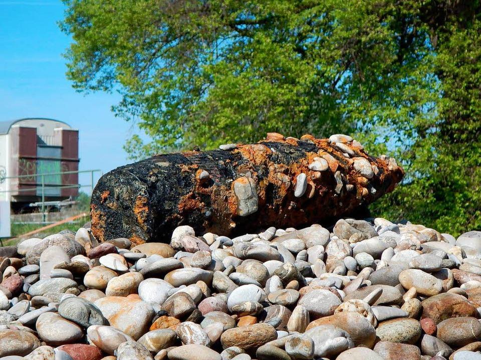 Bei Baggerarbeiten wurde im Rhein bei ...te aus dem Zweiten Weltkrieg gefunden.  | Foto: Wasser- und Schifffahrtsamt