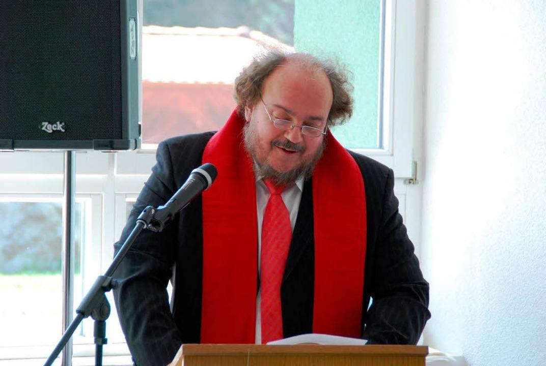 Eine kleine Einweihungspredigt hielt Pfarrer Christian Rave.  | Foto: Edgar Steinfelder