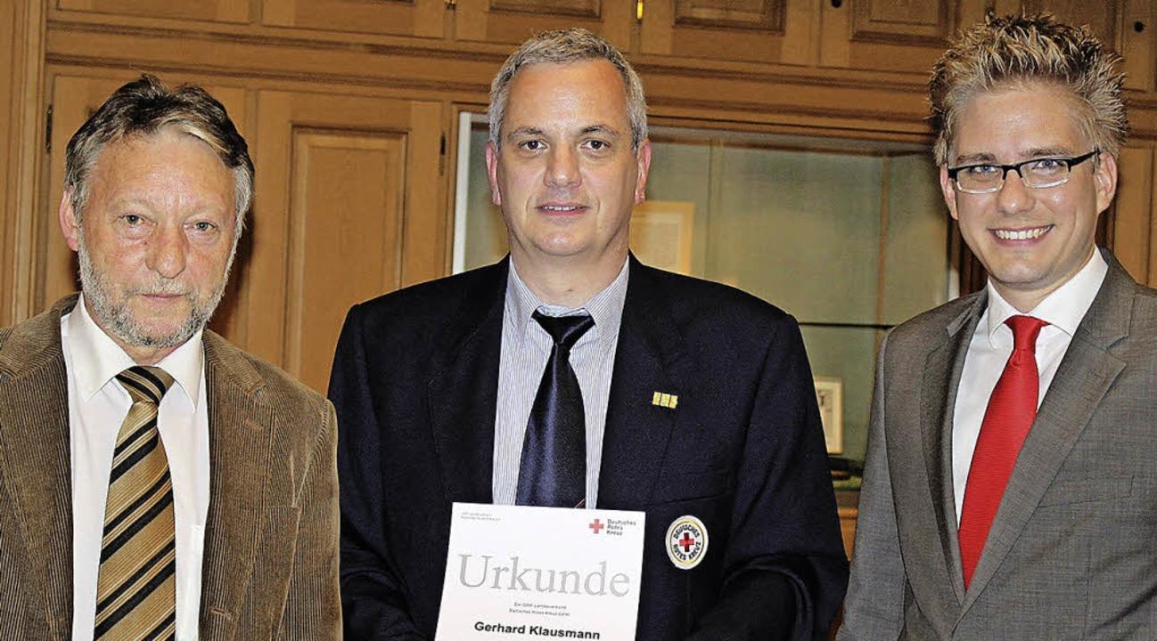 Beim Ortsverein Rust des Deutschen Rot...ter Gerhard Klausmann (Mitte) geehrt.     Foto: Adelbert Mutz