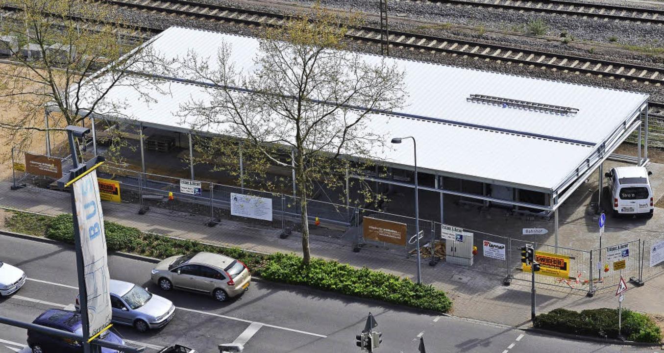 Die neue Fahrradhalle an der Bahnhofstraße.   | Foto: Nikolaus Trenz