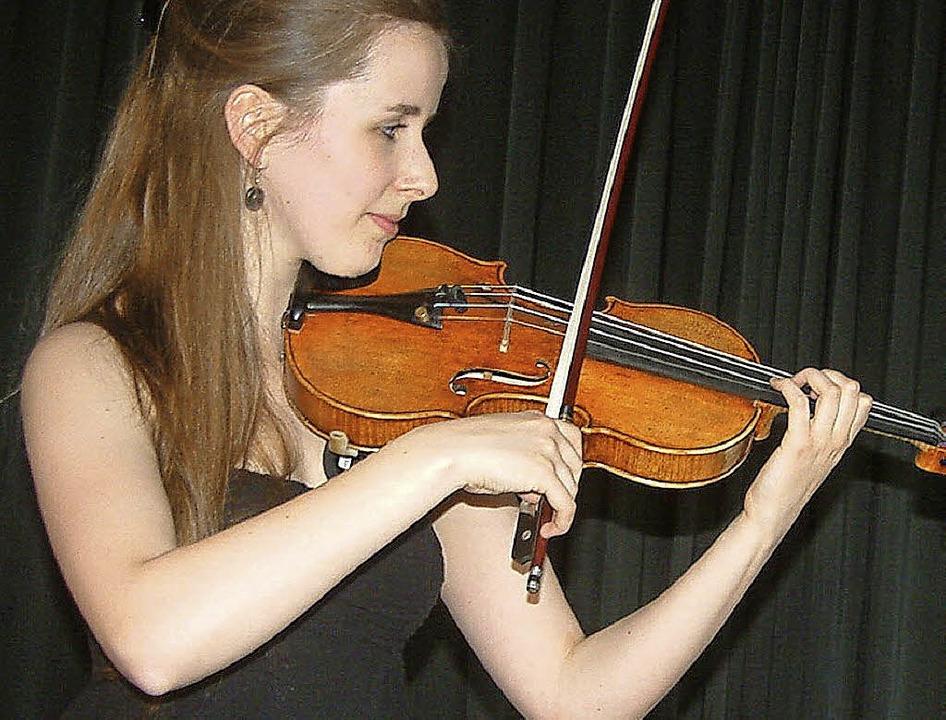 Begeisternd: Geigerin Christina-Maria Moser beim Konzert  im Schlössle   | Foto: Roswitha Frey