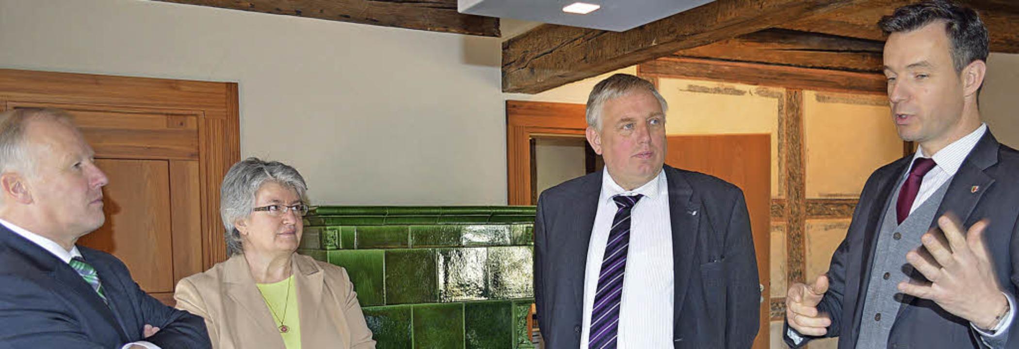 Kirchzartens Bürgermeister Andreas Hal... Schmidt und Peter Weiß (von rechts).   | Foto: Gerhard Lück
