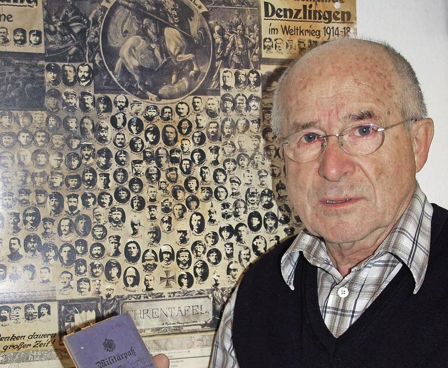 Vor dem Bild aller Denzlinger Teilnehm...el Karl Haller bei Mulhouse (rechts).   | Foto: Fotos: Frank Kiefer/Archiv