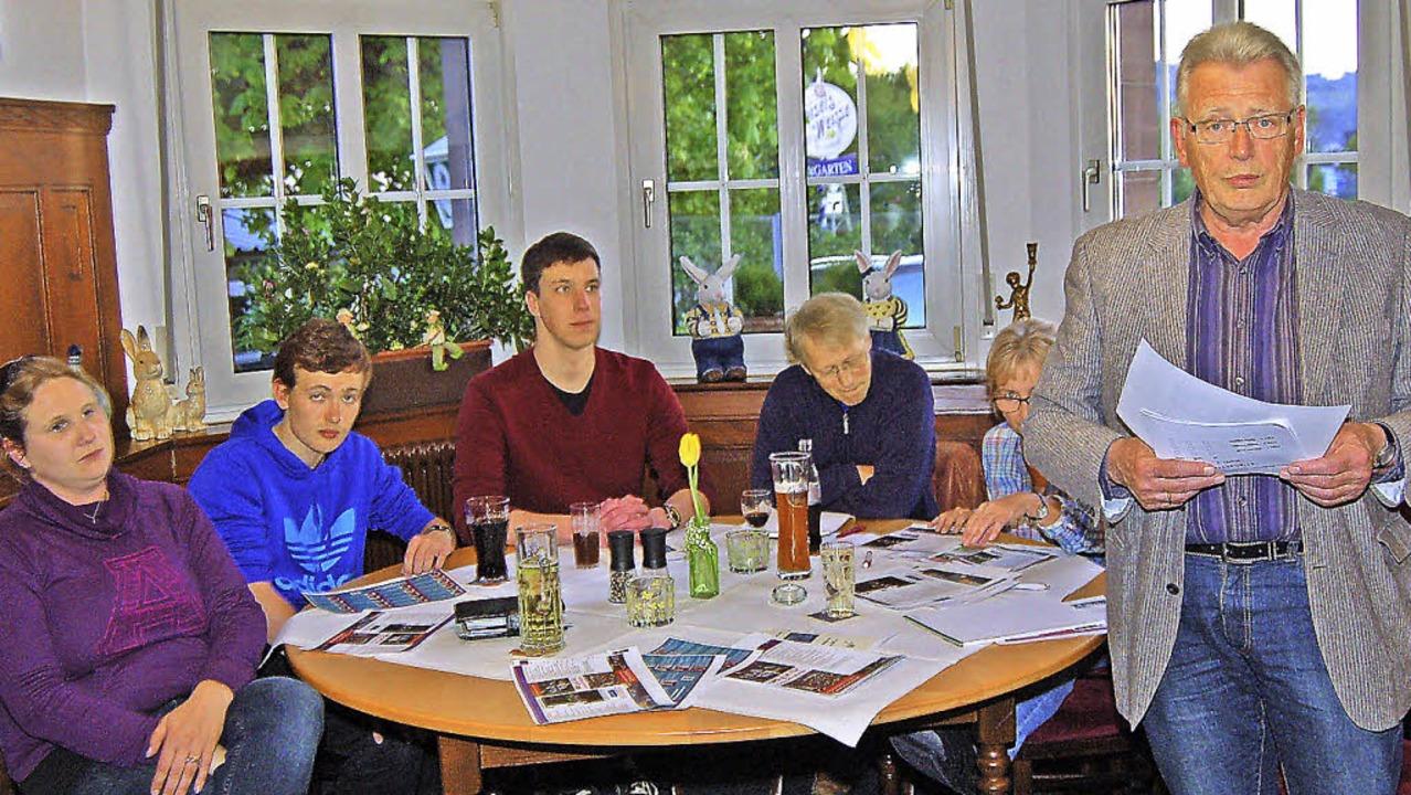 <Text>Heinz Intveen bei der Vorstellun...irtschaftlichen Grundlagen einsetzen.   | Foto: Heinz Vollmar