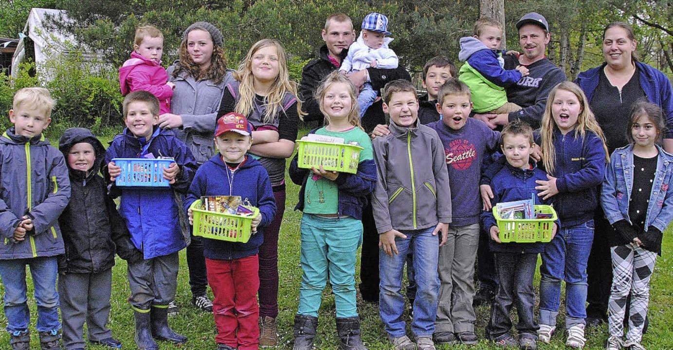 Auch die Jugend des C201 freute sich über die Osterkörbchen.  | Foto: Norbert Sedlak