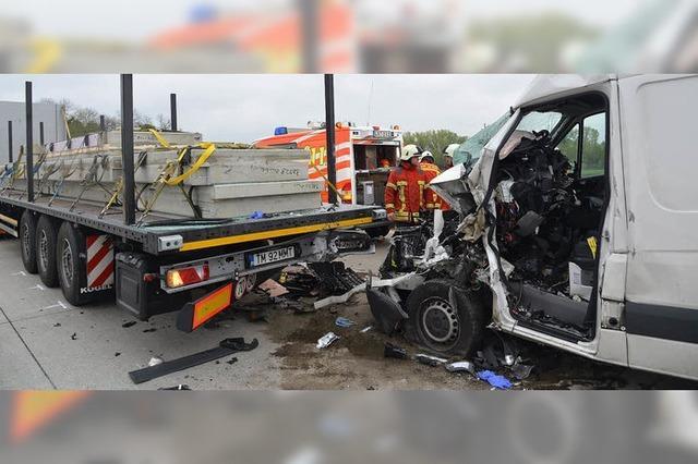 Wieder ein tödlicher Unfall am Stauende auf der Autobahn A 5