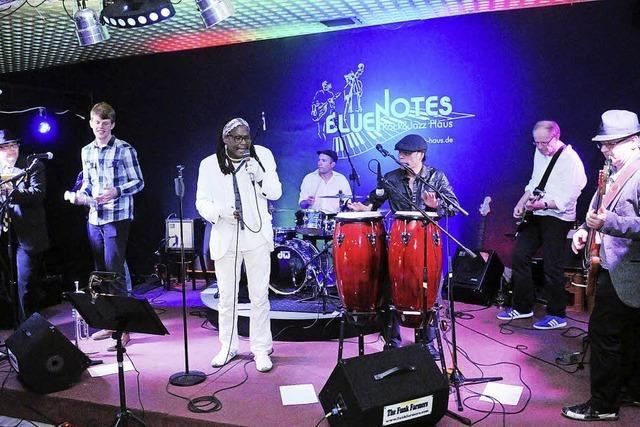Acht Musiker servieren knackigen, dynamischen Funk