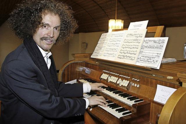 Jongelage mit Tönen und klassischen Orgelstücken