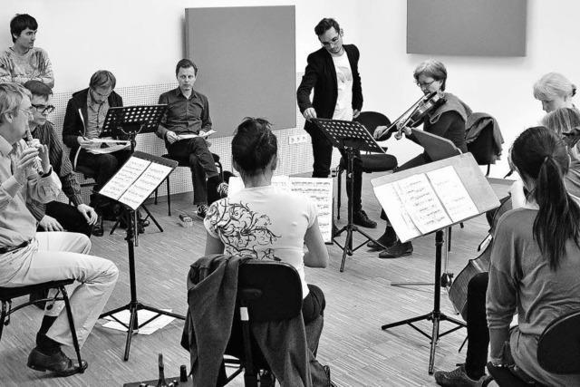 Besuch beim Ensemble Recherche: Kompositionsstudenten bei der Arbeit