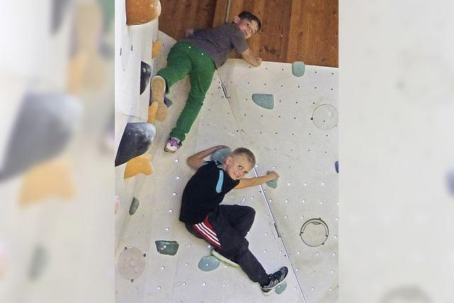 Kinder klettern drauf los