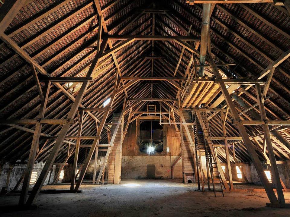 Feinste Zimmermannskunst, aber einstur... Dachstuhlgebälk der Mundenhof-Scheune  | Foto: Thomas Kunz