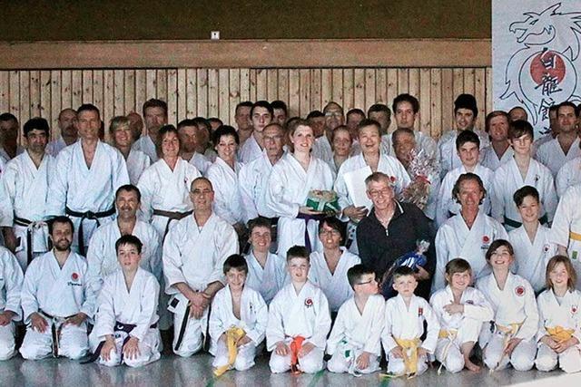 Mehr als 110 Teilnehmer verfeinern ihre Karatetechnik