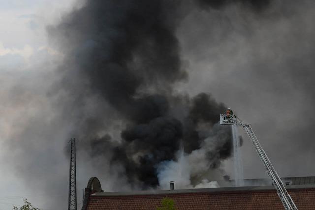 Brand in der Lokhalle des Freiburger Güterbahnhofs