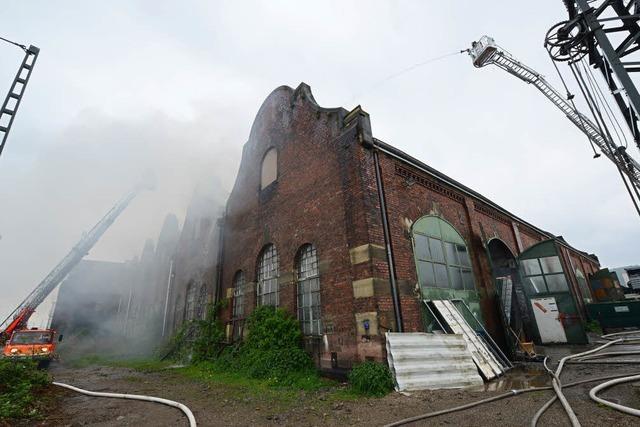Brand in Lokhalle des Güterbahnhofs