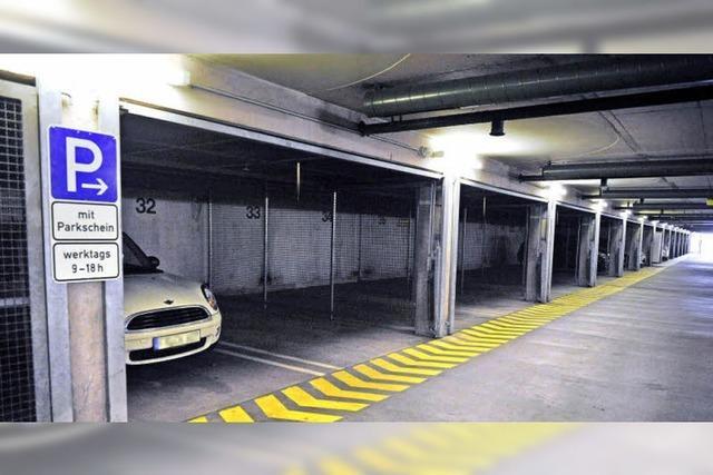Warum lassen die Autofahrer zwei Parkhäuser links liegen?