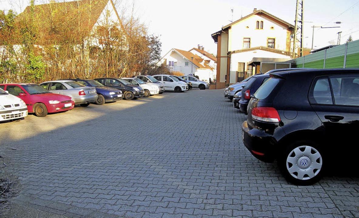 Hier will die Gemeinde gestalten: Um d...am Bahnhof Bad Bellingen wird gerungen  | Foto: schütz