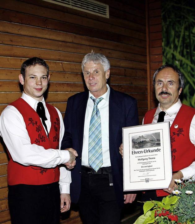 Andreas Jäger (links)  und Gerd Geiser...nten Wolfgang Thoma zum Ehrenmitglied.  | Foto: Herbert Trogus