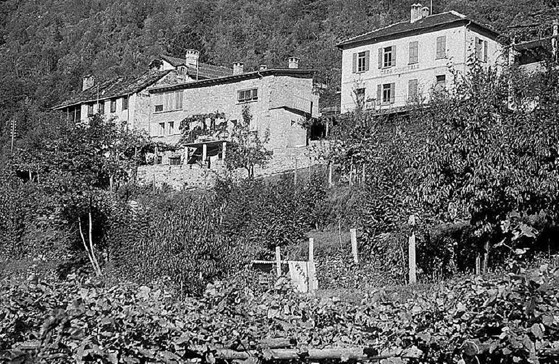 In der Abgeschiedenheit suchte er  gei...heit: Andersch-Haus (links) in Berzona  | Foto: Foto: Annette Korolnik-Andersch