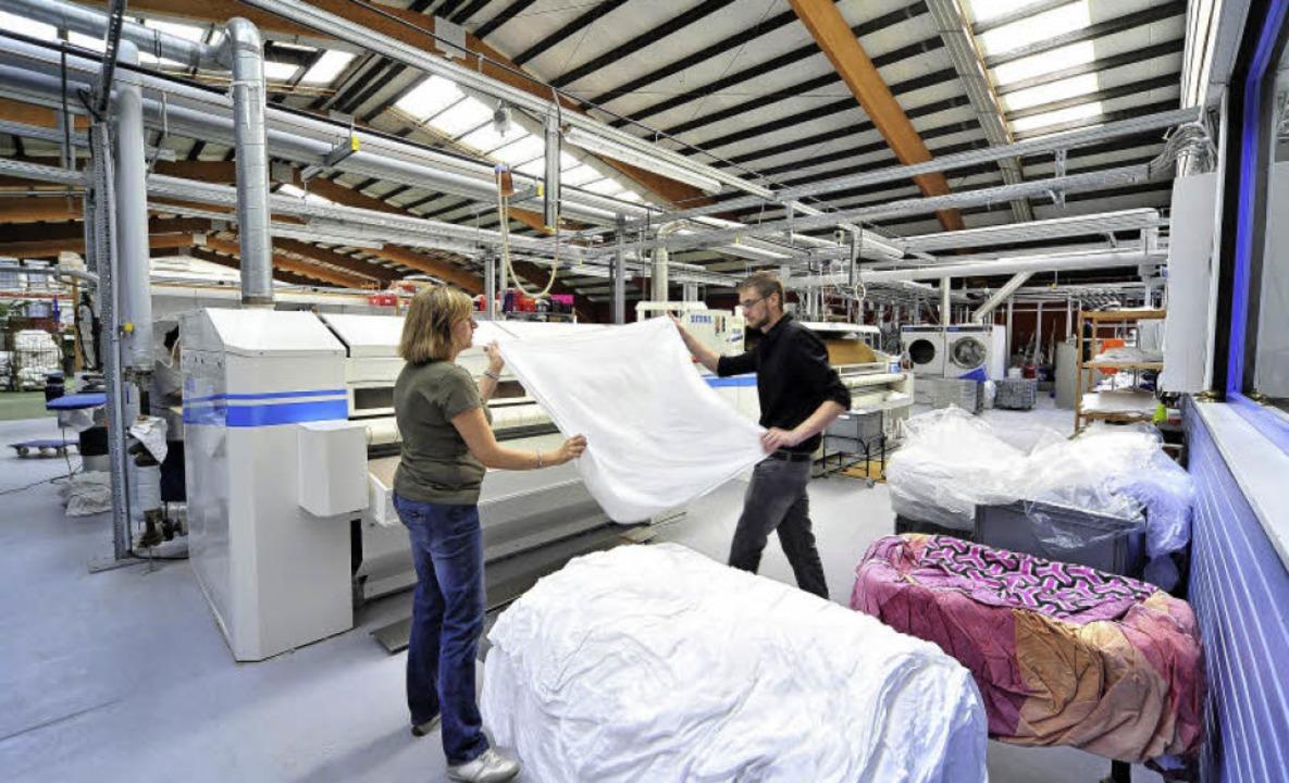 In einem Teil der Halle hat der Wäsche...el – seine Maschinen aufgebaut.   | Foto: Thomas Kunz