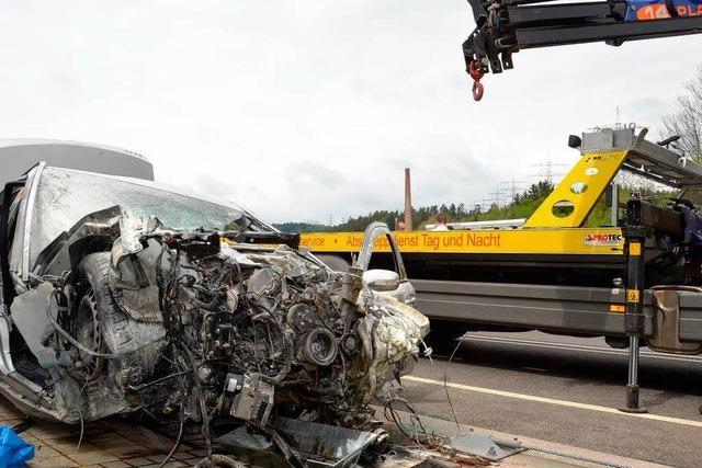 Mercedesfahrer stirbt nach Unfall auf A 98