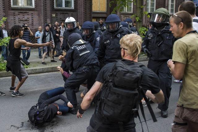 Berliner verhindern NPD-Aufmarsch in Kreuzberg