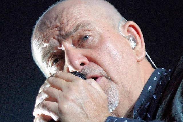 Peter Gabriel spielt