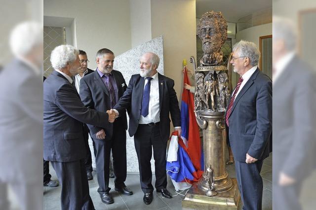 Rostow schenkt Badenweiler eine Tschechow-Bronzeskulptur