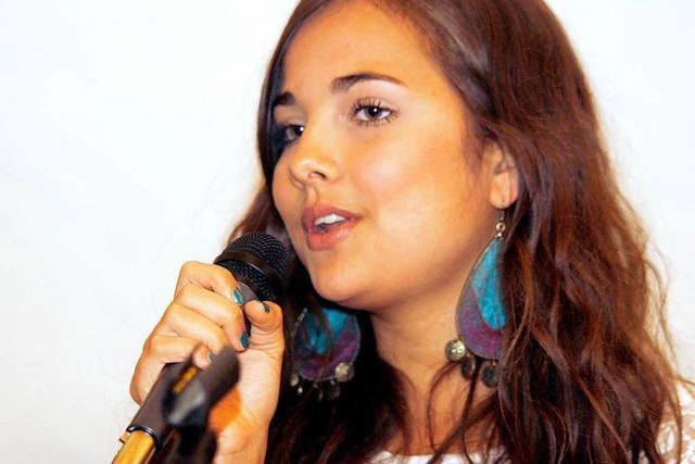 Die 16-jährige Hannah Wilhelm hat sich als Sängerin einen Namen in der Region gemacht