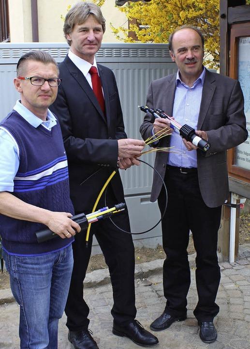 Freuen sich über den Ausbau der Breitb...r Dieter Schneckenburger (von links).   | Foto: mario schöneberg