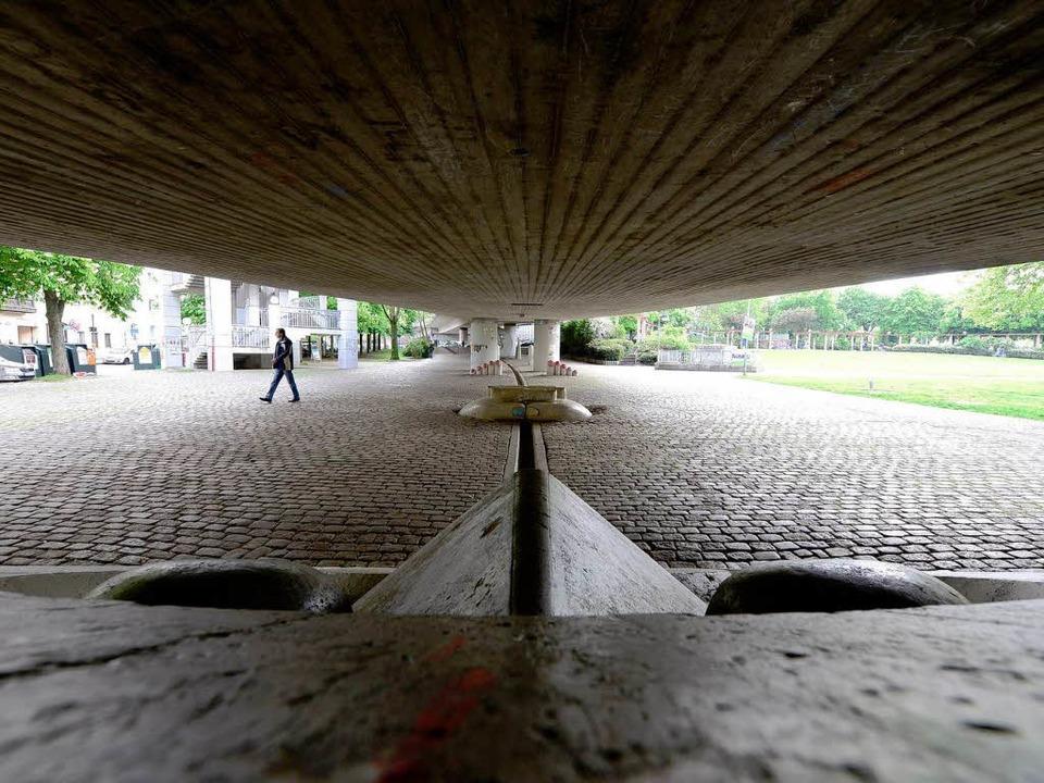 Beklemmung beschleicht den Besucher sc...rücke über den Stühlinger Kirchplatz.   | Foto: Fotos: Ingo Schneider