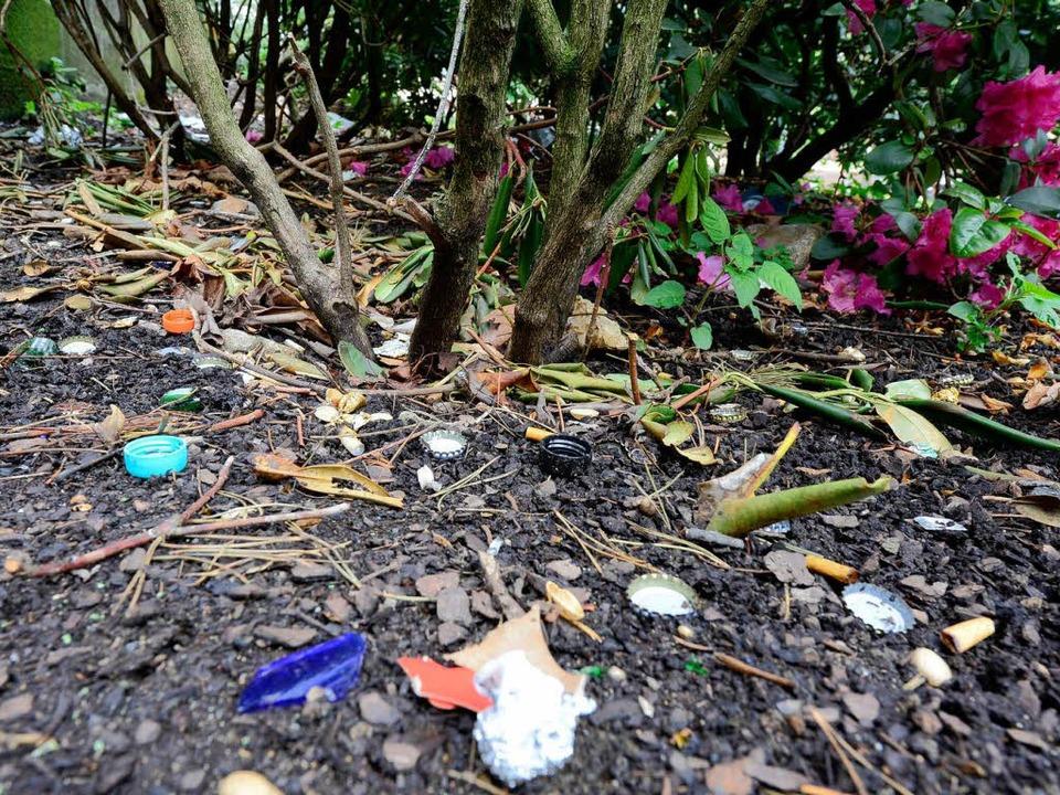 Unappetitlicher Müll in den Grünanlagen.  | Foto: Ingo Schneider