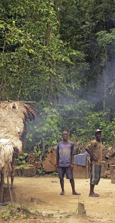 Das Camp der Affenforscherin, hier zwei  Mitarbeiter   | Foto: Rettet den Regenwald e.V.