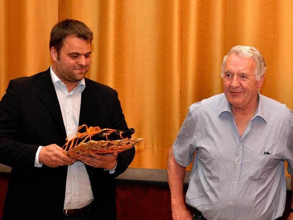 Seit 1965 betreibt Fredo Mattheis   da...der Felix Häring (links) bei Mattheis.  | Foto: Kai Kricheldorff