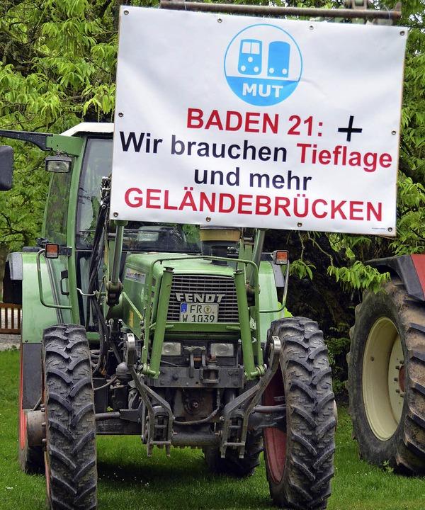 Die mit deutlichen Parolen versehenen ...Binkert und  Manfred Wahl (von links).  | Foto: Susanne Müller