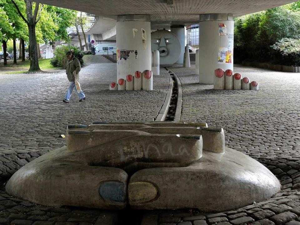 Tags unter der Brücke am Stühlinger Kirchplatz   | Foto: Michael Bamberger