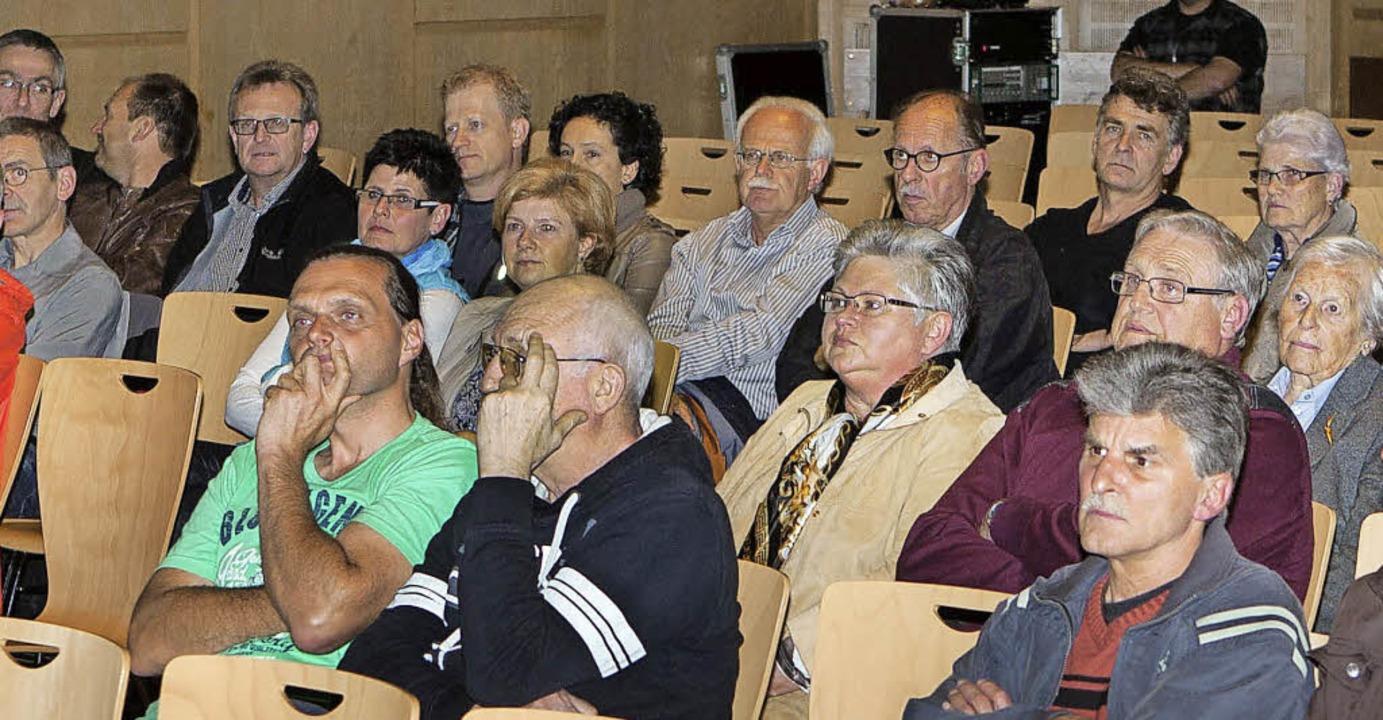 Fürs Nahwärme-Quartierskonzept interes...ch unter anderem diese Elzach Bürger.   | Foto: Gabriele Zahn