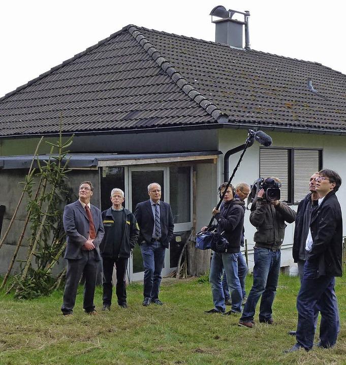 Der Waldabstand zum Anwesen Zähringer ...ittlerweile auch den Südwestrundfunk.     Foto: Heidrun Brichta